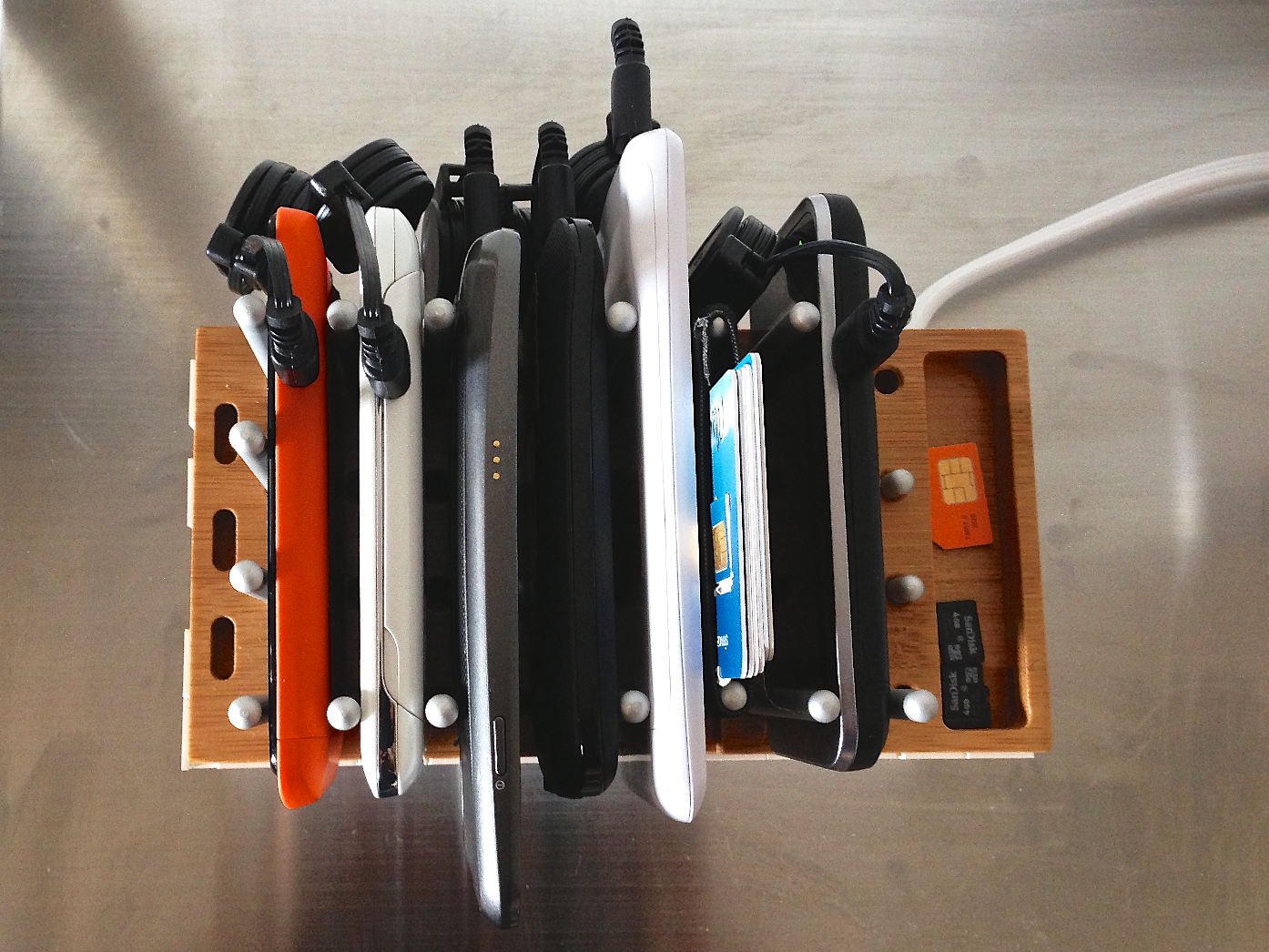 Diy 6 device usb charging rack with modo and legos Charger cord organizer diy
